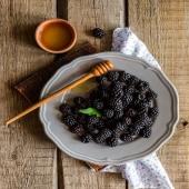 Le more sono un frutto tipicamente estivo ☀️ ma se non vuoi rinunciare alla tua carica di antiossidanti e al loro sapore unico e raro acquista Premium Fruit Mora 💜✨ il succo 100% frutta!!!   •SCONTO -20% (sul prezzo unitario) dal 4 al 10 GENNAIO  •SPEDIZIONE GRATIS per ordini da 89€  •ACQUISTA 4 CONFEZIONI e RISPARMIA   #premiumfruit #lasaluteènellespremute !!!